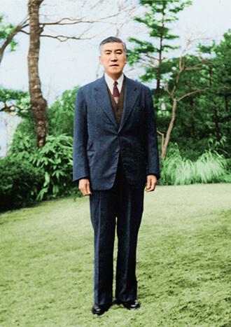 栗林徳一の出資により、栗林商会の東京支店貿易部として発足。