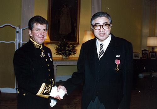 栗林徳五郎(当時会長)が英国より大英帝国勲章